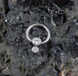 Captive em Titânio com 2 Pedras Zircônia